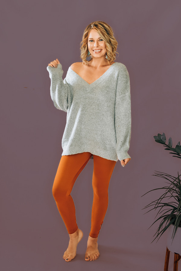 GREY, OVERSIZED, VNECK, KNIT SWEATER. 75% ACYRLIC, 22% POLYESTER, 3% SPANDEX. AMANDA IS 5'6  SIZE 0, WEARING SMALL. NIKI IS SIZE 14 WEARING A LARGE. S 0-6 M 6-12 L 12-16
