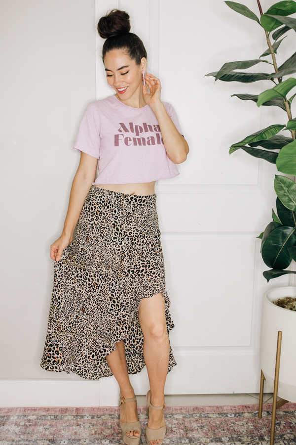 MID LENGTH LEOPARD PRINT SKIRT WITH SIDE UPPER SLIT. 100% POLYESTER.  X-SMALL 0-2 SMALL 4-6 MEDIUM 8-10 LARGE 12-14 X-LARGE 16-18