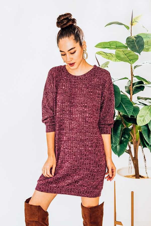 """LOOSE FIT, RIBBED DRESS W/CUFF DETAIL AT SLEEVES AND BOTTOM. DISTRESSED, FADED MAROON COLOR. MODEL INFO: PIPER–SIZE 0, 5'5"""", WEARING A S. NIKI–SIZE 14, 5'4"""", WEARING A LG. 95% POLYESTER, 5% SPANDEX  X-SMALL 0-2 SMALL 4-6 MEDIUM 6-8 LARGE 10-12 XL 14-16"""
