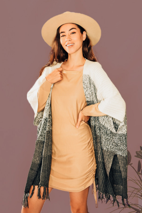 GREY TASSELED AND COLORBLOCK KNIT PONCHO/KIMONO. 75% ACYRLIC, 25% NYLON. PIPER IS A SIZE 0, WEARING A SMALL. NIKI IS A SIZE 14 WEARING A LARGE.  S 0-8 M 8-16 L 16-22