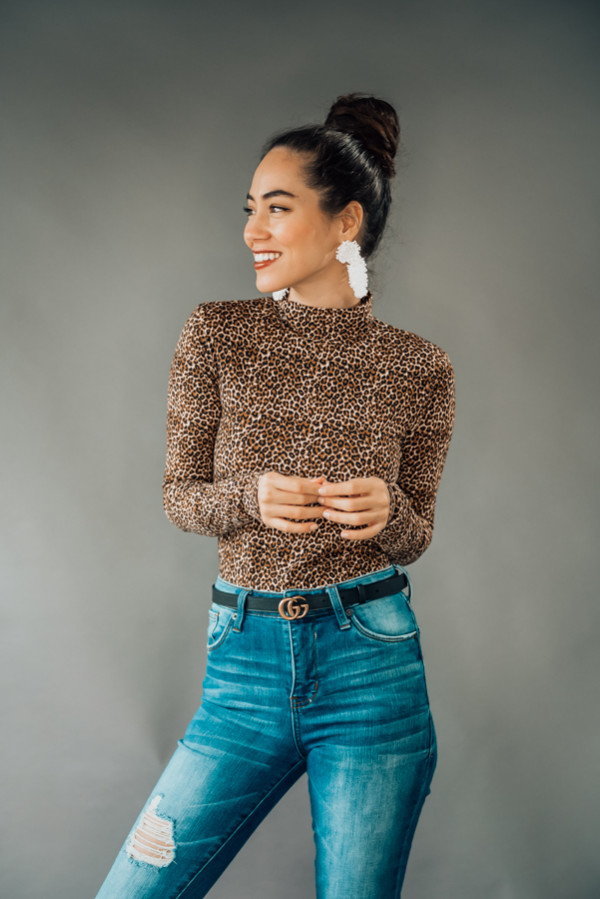 """LEOPARD PRINT, LONG SLEEVE, MOCK NECK BODYSUIT WITH CLASPS AT BOTTOM. MODEL INFO: STEPHANIE – SIZE 4, 5'1"""", WEARING A SMALL. NIKI – SIZE 14, 5'4"""" WEARING AN XL. 95% POLYESTER 5% SPANDEX X-SMALL 0-2 SMALL 4-6 MEDIUM 6-8 LARGE 10-12 X-LARGE 12-14"""