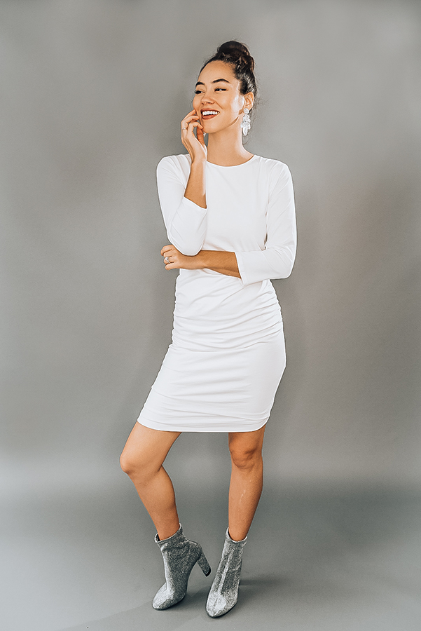 """WHITE, ROUND NECK, 3/4 SLEEVE MIDI DRESS WITH RUCHED DETAIL ON SIDES. MODEL INFO: PIPER – 5'5"""", SIZE 0, WEARING A SMALL. NIKI – 5'4"""", SIZE 14, WEARING A LARGE. 95% RAYON 5% SPANDEX X-SMALL 0-2 SMALL 4-6 MEDIUM 6-8 LARGE 10-12 X-LARGE 12-14"""