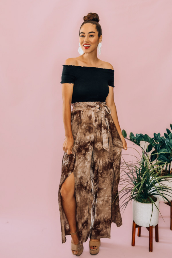 KHAKI TIE DYE, WIDE LEG, OPEN SLIT PANT. HIGH WAISTED WITH A BELT SASH. COMES IN TWO COLORS – KHAKI AND ORANGE. 100% RAYON. PIPER IS 5'4, SIZE 0 WEARING A SMALL. NIKI IS A SIZE 14, WEARING A SIZE LARGE.  S 0-4 M 6-10 L 10-14