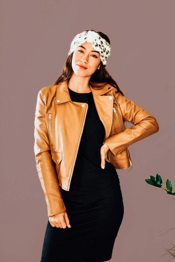 DEAN – CAMEL – LEATHER JACKET SLIMMER FITTING, CAMEL COLORED FAUX LEATHER JACKET. SILVER HARDWARE, FUNCTIONAL POCKETS. 100% POLYURATHANE, WITH 100% POLYESTER LINING. PIPER IS SIZE 0, WEARING SMALL.  S 0-2 M 4-6 L 8-10