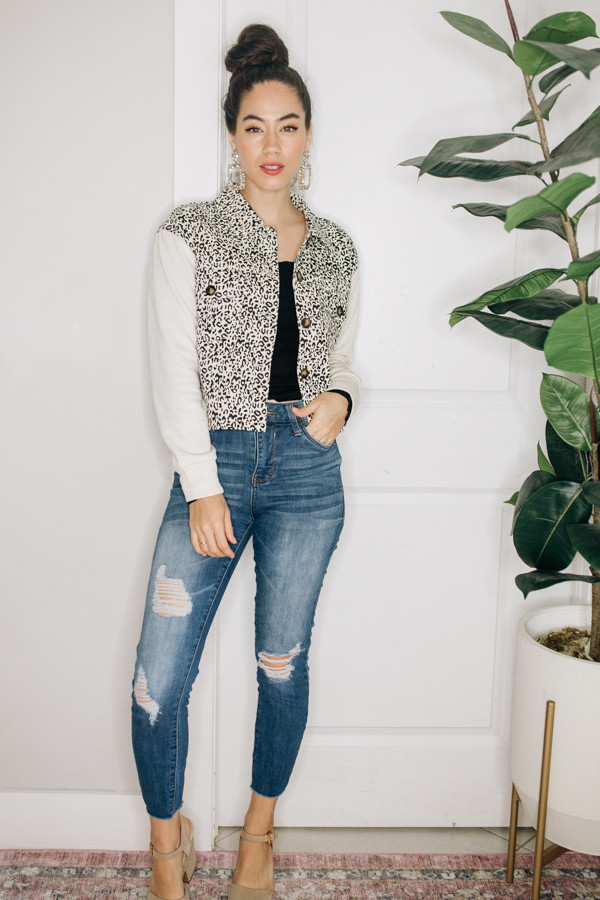 LEOPARD PRINT, BUTTON UP JACKET WITH CREAM SLEEVES. 95% POLYESTER, 5% SPANDEX  X-SMALL 0-2 SMALL 4-6 MEDIUM 8-10 LARGE 12-14 X-LARGE 16-18