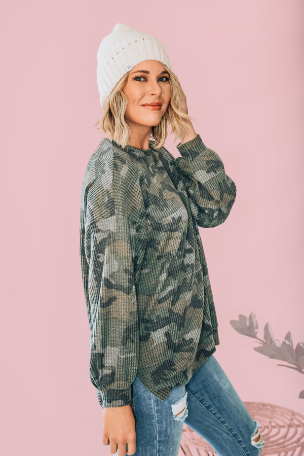 OVERSIZED CAMO CREWNECK TUNIC. DROP SHOULDER AND SIDE SLITS. 89% POLYESTER, 9% RAYON, 2% SPANDEX. AMANDA IS 5'6 SIZE 2, WEARING SMALL. NIKI IS SIZE 14, WEARING A LARGE. 26/52 XS 0-2 S 4-6 M 8-10 L 12-14 XL 14-16