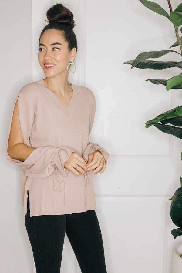 LONG SLEEVE V-NECK WITH OPEN  ARMS AND TIE SLEEVES.  65% RAYON, 35% NYLON.  SMALL 0-4 MEDIUM 6-10 LARGE 12-14