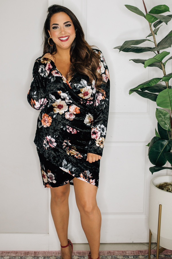 – VELVET FLORAL DRESS. V NECK AND ROUCHING ON THE SIDES MAKE THIS DRESS AN ULTIMATE BEST SELLER.   1X 16 2X 18 3X 20