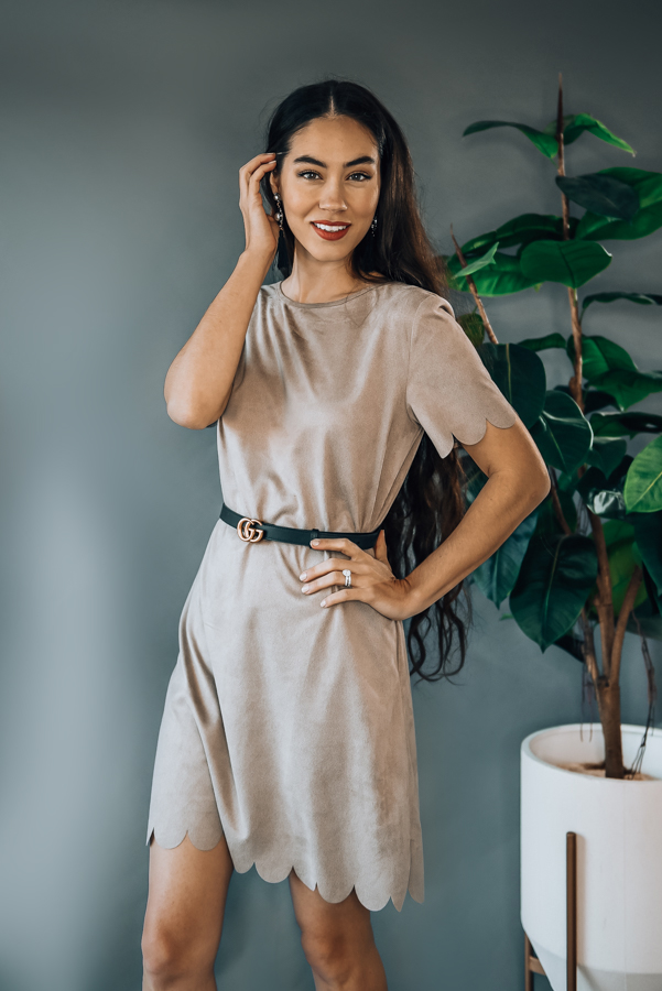 MOCHA, SHORT SLEEVE SCALLOP HEM SUEDE DRESS. ROUND NECKLINE, BACK KEYHOLE AND POCKET DETAIL. MODEL INFO: PIPER IS SIZE 0 AND WEARING A SMALL, STEPHANIE IS A SIZE 4 WEARING A SMALL 100%POLYESTER SMALL 0-4 MEDIUM 6-10 LARGE 12-14