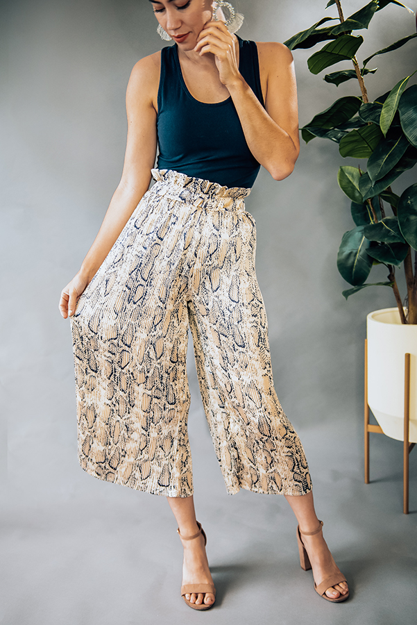 """TAN, RIBBED SNAKESKIN PRINT WIDE LEG PANT. MODEL INFO: PIPER - SIZE 0, 5'5"""", WEARING A SMALL. FIT WAS LOOSE ON HER. 100% POLYESTER X-SMALL 0-2 SMALL  4-6 MEDIUM 6-8 LARGE 10-12 X-LARGE 12-14"""