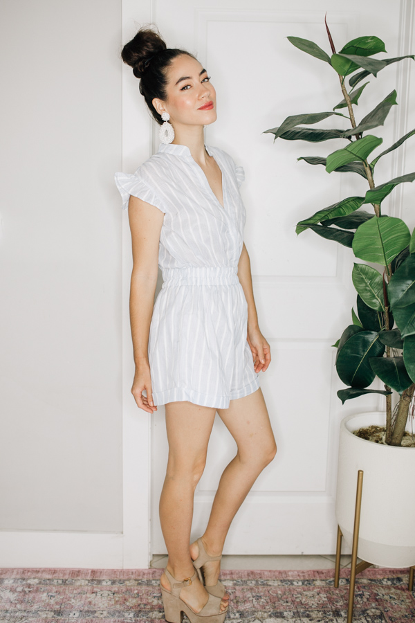 STRIPED ROMPER WITH ELASTIC WAIST, CLASP AT BUST, AND RUFFLE SLEEVE DETAIL. 100% COTTON.  X-SMALL 0-2 SMALL 4-6 MEDIUM 8-10 LARGE 12-14 X-LARGE 16-18
