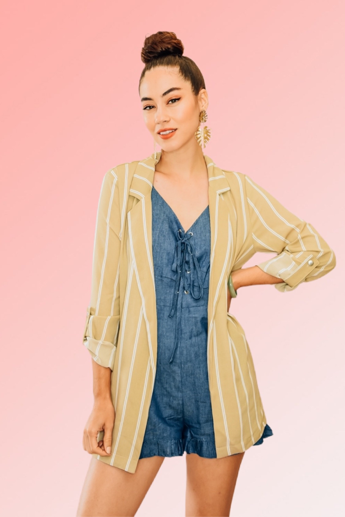 KHAKI PIN STRIPED BLAZER. NOTCHED LAPELS, ¾ SLEEVES WITH ROLL UP TAB BUTTON. BOYFRIEND FIT. 100% POLYESTER. PIPER IS 5'4, SIZE 0 WEARING A SMALL. NIKI IS A SIZE 14, WEARING A SIZE LARGE.  S 0-4 M 6-10 L 12-14