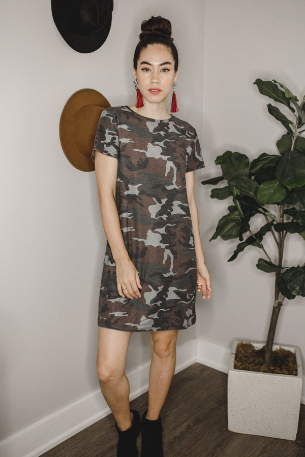 SHORT SLEEVE CAMO PRINT DRESS. 95% POLYESTER, 5% SPANDEX.  X-SMALL 0-2 SMALL 4-6 MEDIUM 8-10 LARGE 12-14 X-LARGE 14-16