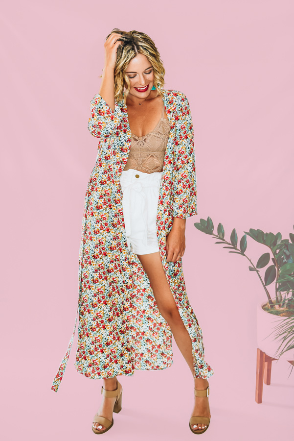 FLOWY LONG KIMONO, SLITS ON EITHER SIDES WITH TIE. AMANDA IS A SIZE 2, WEARING A SMALL. NIKI IS A SIZE 14, WEARING AN XL  XS 0-2 S 4-6 M 8-10 L 12-14 XL 16-18