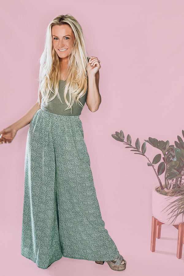 GREEN AND WHITE LEOPARD PRINT. WIDE LEG. SLITS ON SIDE. ELASTIC ON WAIST AND TIE. 100% POLYESTER. JENNIFER IS A SIZE 0, WEARING A SMALL, STEPHANIE IS A SIZE 4, WEARING A SMALL.INSEAM 30 IN. S 0-4 M 4-8 L 8-12 XL 12-14