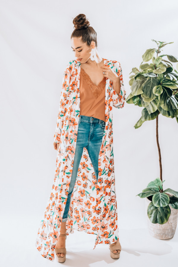LONG FLORAL DESIGN, LIGHTWEIGHT KIMONO. FEATURES 3/4 SLEEVES AND SLITS AT SIDES. MODEL INFO: STEPHANIE-SIZE 4 WEARING A SMALL. NIKI-SIZE 14, WEARING LARGE 100% POLYESTER SMALL 0-8 MEDIUM 10-18 LARGE 18-22