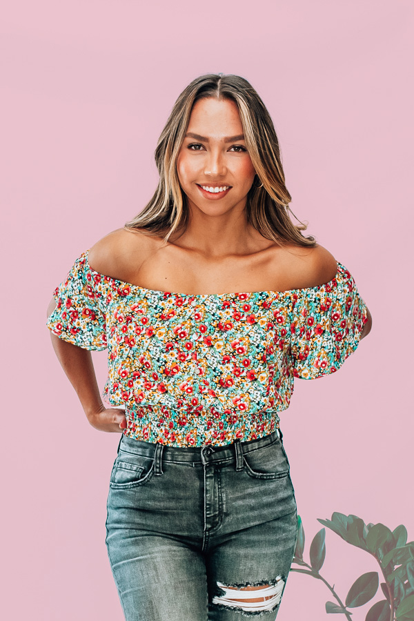 FLORAL PRINT WITH NON FUNCTIONAL BUTTONS, CROPPED TOP WITH ELASTIC ON WAIST. AMANDA IS A SIZE 2, WEARING A SMALL, NIKI IS A SIZE 14 WEARING AN XL.  XS 0-2 S 4-6 M 8-10 L 12-14 XL 14-16