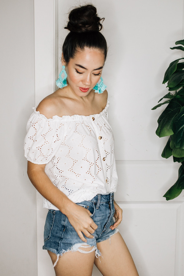 OFF THE SHOULDER, EYELIT LACE TOP WITH A BUTTON FRONT, ELASTIC SLEEVES, AND HEMLINE. RUNS BIG. COMES IN WHITE AND BLACK. 95% POLYESTER, 5% SPANDEX.  SMALL  4-6 MEDIUM 6-8 LARGE 8-10 XL 10-14