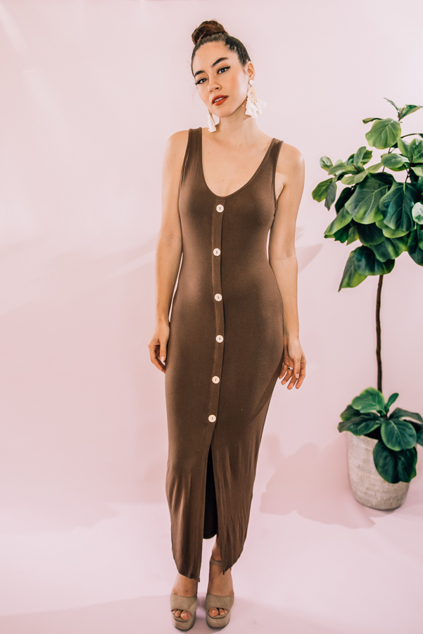 MOCHA COLORED SCOOP NECK, FAUX BOTTON DOWN MIDI DRESS. SEMI-FITTED, SLEEVELESS, FRONT CENTER SLIT. AVAILABLE IN TWO COLORS – TAUPE AND BLUE. 95% POLYESTER, 5% SPANDEX. PIPER IS SIZE 0, WEARING SMALL. NIKI IS SIZE 14 WEARING LARGE.  S 0-6 M 6-12 L 12-16
