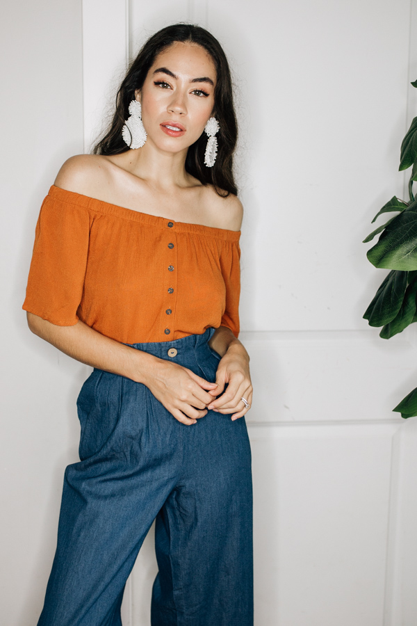 OFF THE SHOULDER, BUTTON DOWN TOP. COMES IN NAVY, RUST, AND WHITE. 100% RAYON.  SMALL 0-4 MEDIUM 6-10 LARGE 12-14