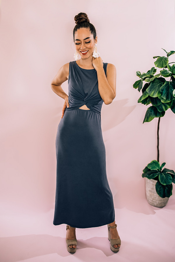 "CHARCOAL, SLEEVELESS, ROUND NECKLINE MAXI DRESS WITH TWIST AND CUT OUT DETAIL AT FRONT. MODEL INFO: PIPER – SIZE 0, 5'5"" WEARING A SMALL. NIKI – SIZE 14, 5'4"", WEARING A LARGE. 95% POLYESTER, 5% SPANDEX SMALL 0-4 MEDIUM 6-10 LARGE 12-14"