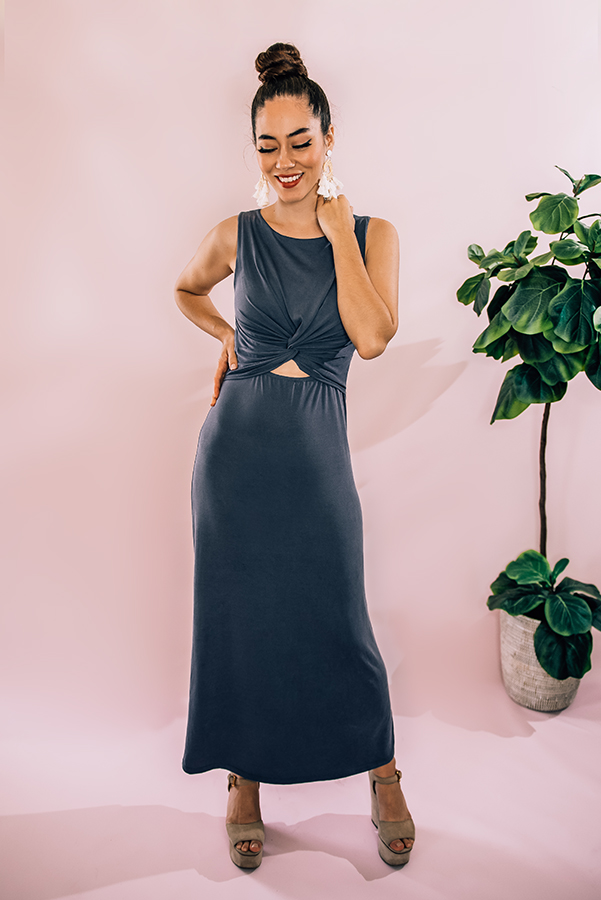 """CHARCOAL, SLEEVELESS, ROUND NECKLINE MAXI DRESS WITH TWIST AND CUT OUT DETAIL AT FRONT. MODEL INFO: PIPER – SIZE 0, 5'5"""" WEARING A SMALL. NIKI – SIZE 14, 5'4"""", WEARING A LARGE. 95% POLYESTER, 5% SPANDEX SMALL 0-4 MEDIUM 6-10 LARGE 12-14"""