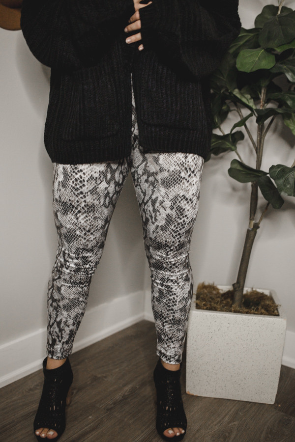 BLACK, WHITE, AND GREY SNAKESKIN LEGGINGS. 97% POLYESTER, 3% SPANDEX.  SMALL 0-4 MEDIUM 4-8 LARGE 8-12 X-LARGE 12-14
