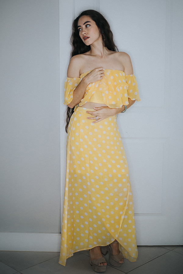 YELLOW POLKA DOT OF THE SHOULDER TOP/SKIRT SET FULL LENGTH SKIRT.  100% POLYESTER  MANUFACTURER SIZING: SMALL 4-6   MEDIUM 8-10    LARGE 12-14  STEPHANIE SUGGESTED SIZING: SMALL 0-4  MEDIUM 6-10  LARGE 12-14