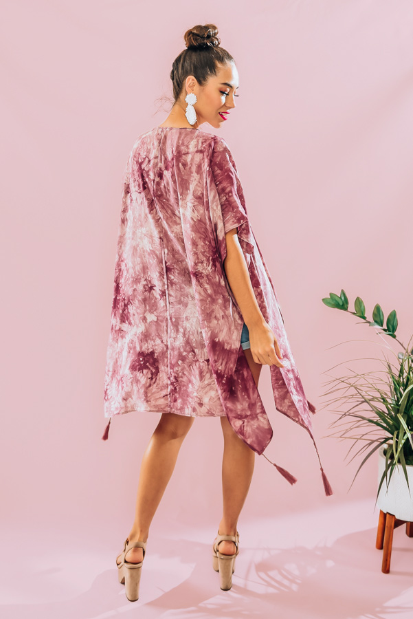 ROSE-COLORED, SHORT-SLEEVE, TIE DYE KIMONO. TASSEL DETAIL. 100% RAYON. PIPER IS 5'4, SIZE 0 WEARING A SMALL. NIKI IS A SIZE 14, WEARING A SIZE LARGE. S 0-6 M 6-12 L 12-18