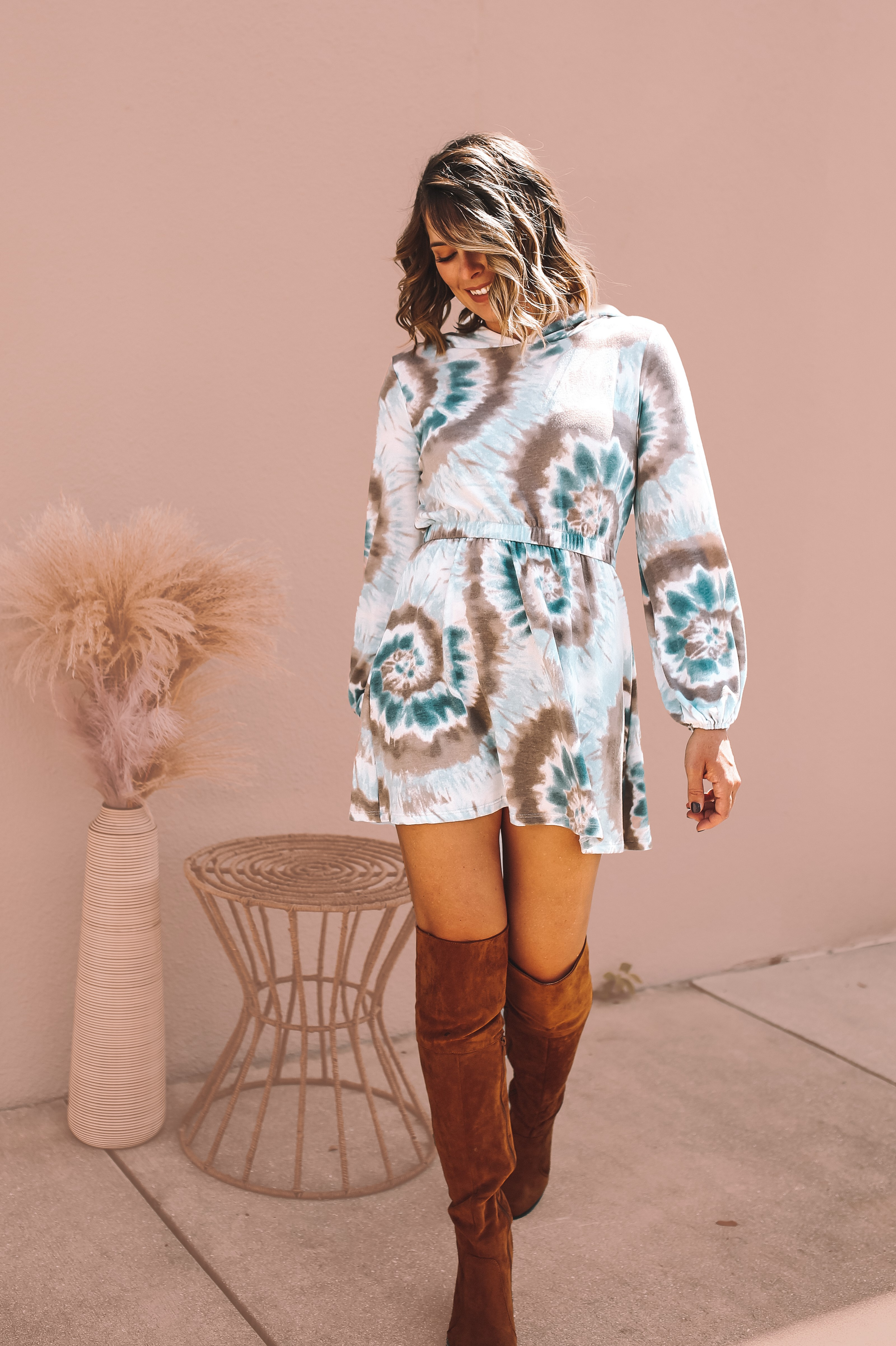 SHADES OF BLUE AND BROWN TIE DYE. VERY SOFT AND STRETCHY HOODED DRESS. ELASTIC CUFFS AND WAIST. ABOVE KNEE FIT. LIGHTWEIGHT AND FLOWY. 63% POLYESTER 34% RAYON 3% SPANDEX. AMANDA IS 5'7 SIZE 2, WEARING A SMALL. XS 0-4 S 4-8 M 8-12 L 12-14