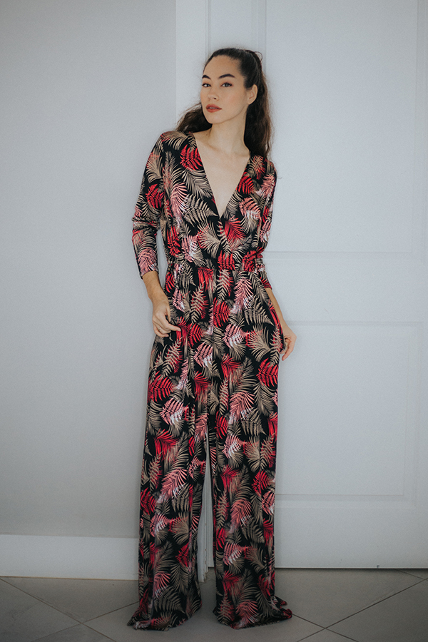 FULL LENGTH LONG SLEEVE V NECK STRAIGHT LEG PRINT JUMPSUIT. 95% POLY 5% SPANDEX COMES IN BLACK/BURGUNDY AND BLACK/OLIVE COLOR COMBOS.  RUNS BIG. SMALL 4-8  MEDIUM 10-12   LARGE 14-16