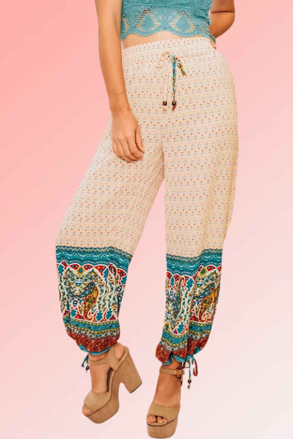 LIGHTWEIGHT AZTEC PRINTED JOGGERS. COMFY, DRAWSTRING WAISTBAND, AND CUFFED BOTTOMS.  100% POLYESTER. PIPER IS 5'4, SIZE 0 WEARING A SMALL, NIKI IS A SIZE 14, WEARING A LARGE. S 0-4 M 4-8 L 8-12