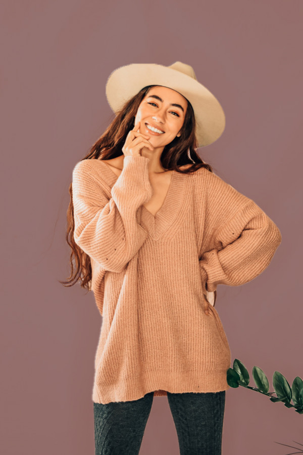 """BLUSH, DEEP V-NECK SWEATER. AVAILABLE IN TWO COLORS – BLUSH AND BLACK. PIPER IS 5'4"""", SIZE 0, WEARING A SMALL. NIKI IS SIZE 14, WEARING A LARGE. S 0-6 M6-12 L 12-16"""