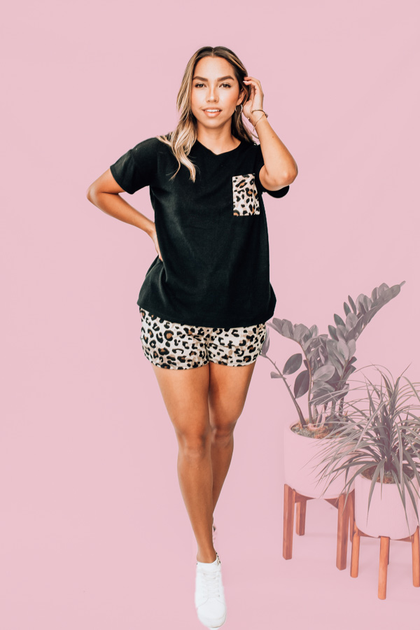 SHORT SLEEVE FLEECE TOP AND SHORTS. BLACK TOP WITH LEOPARD POCKET DETAIL. LEOPARD SHORTS WITH ELASTIC WAIST AND NONFUNCTIONAL TIE. 78% POLYESTER 18% RAYON 4% SPANDEX. DALLAN IS A SIZE 4, WEARING A SMALL. S 0-4 M 4-8 L 8-12 XL 12-14