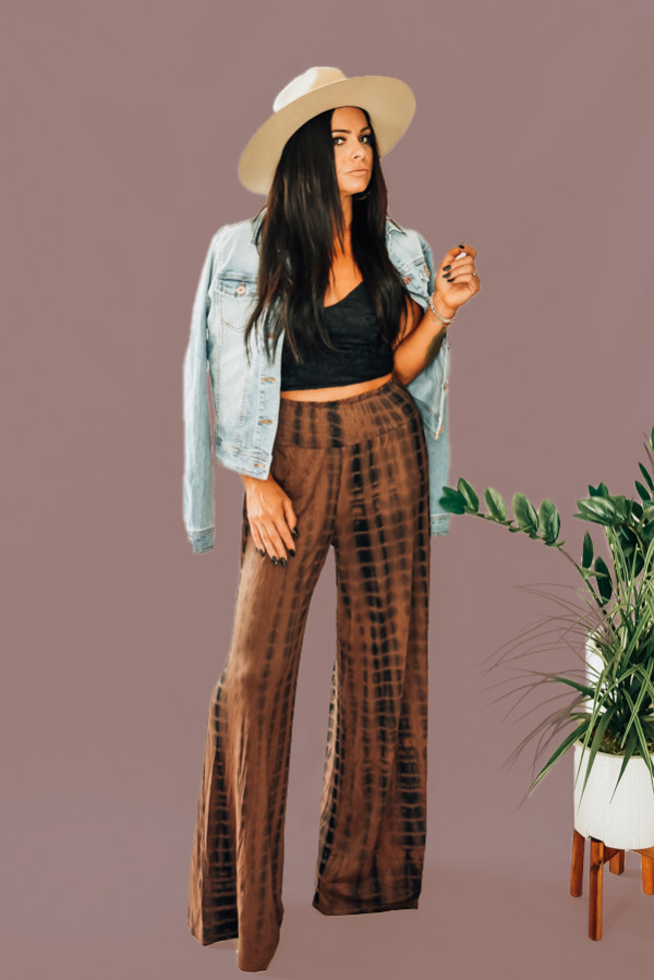 BLACK AND BROWN TIE DYE WIDE LEG PAINTS WITH ELASTIC WAIST. AVAILABLE IN TWO COLORS - BLACK/BROWN TIE DYE AND SOLID BLACK. 100% RAYON. STEPHANIE IS A SIZE 4, WEARING A SMALL. NIKI IS SIZE 14 WEARING AN XLARGE.  XS 0-2 S 4-6 M 8-10 L 12-14 XL 16-18