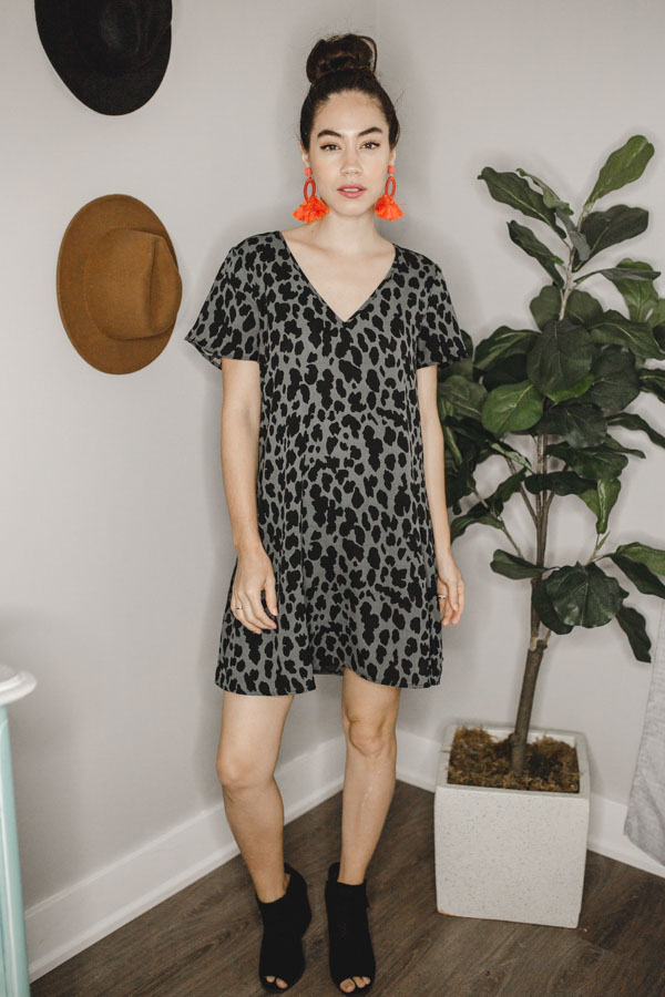 V-NECK, LOOSE, LEOPARD PRINT DRESS. 100% POLYESTER.  X-SMALL 0-2 SMALL 4-6 MEDIUM 8-10 LARGE 12-14 X-LARGE 16-18