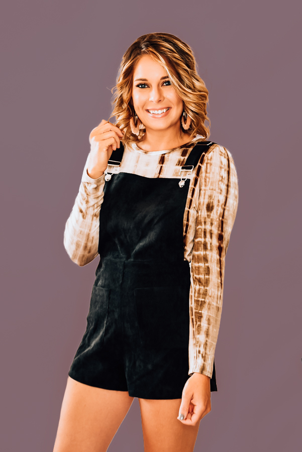 BLACK LIGHTWEIGHT COURDEROUY OVERALLS. FUNCTIONAL FRONT POCKETS, SILVER HARDWARE, ADJUSTABLE STRAPS, AND SIDE ZIPPER. 100% POLYESTER. AMANDA IS 5'6 SIZE 2, WEARING A SMALL.  XS 0-2 S 2-4 M 4-6 L 6-8 XL 10-12